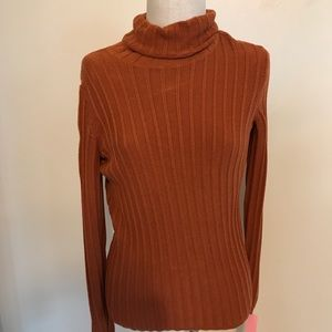 Burnt orange ribbed turtleneck Simply Vera Wang M